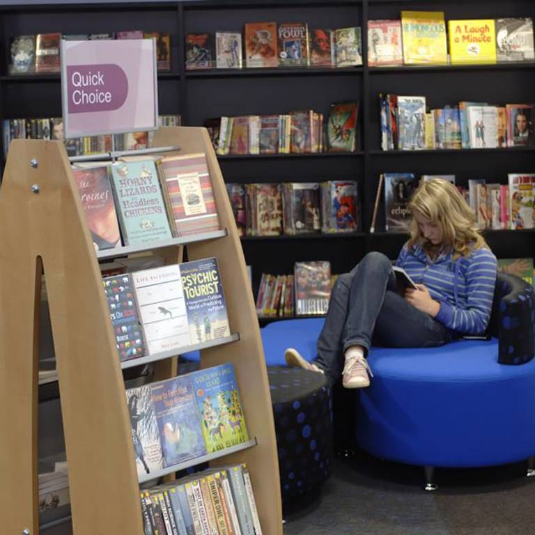Modular seating in teens' area, Thame Library