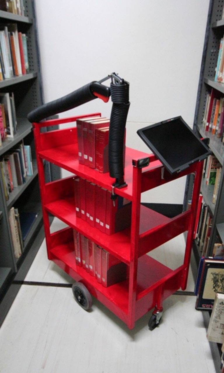 The German book cart of the future – according to a youth library group - needs a robotic arm for re-shelving and a rear view mirror.